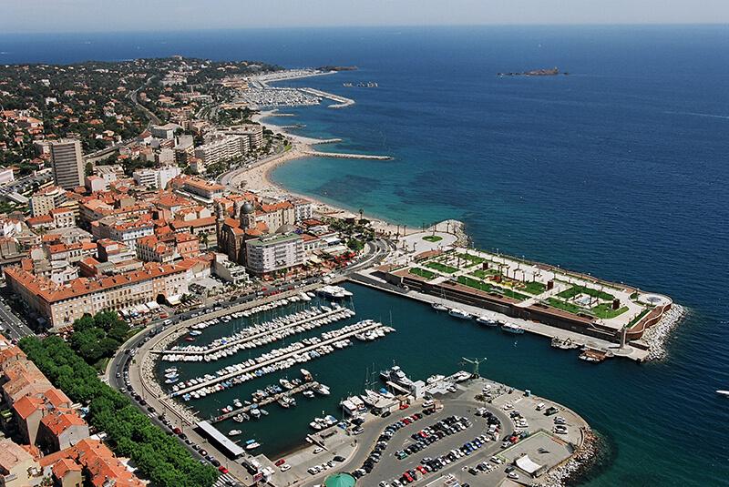Vue aérienne du vieux port de Saint-Raphaël