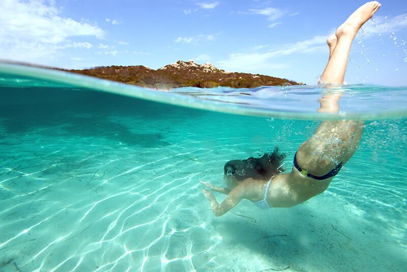 Plongeon dans la mer de la plage Saint-Raphaël